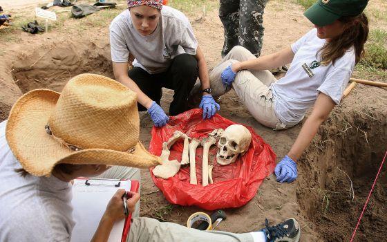 Cadáver exumado en Falfurrias, TX